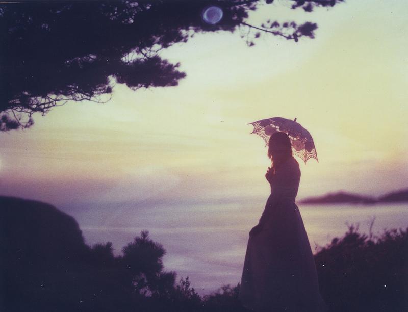 我在空旷的世界里寻找一个人的寂寞