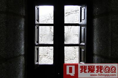 以下面的这张窗户为例子